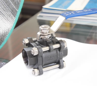 3PC C.S. Screwed Ball Valve
